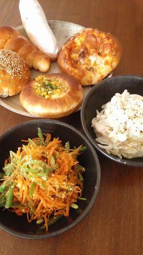 ゆで鶏とセロリと新玉のサラダ by nekotano