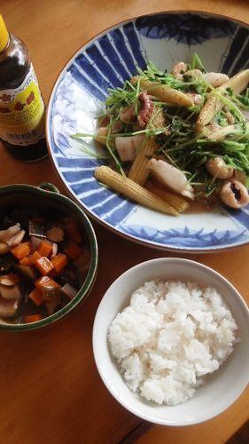 豆苗とヤングコーンとシーフードミックスの炒めもの by nekotano